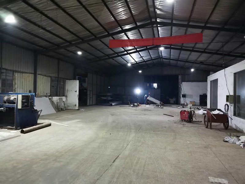 澳纳森的工厂正在加班加点的工作