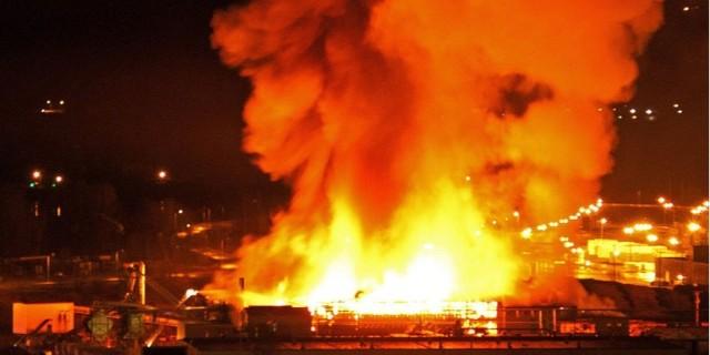 加拿大某锯木厂发生大火爆炸现场